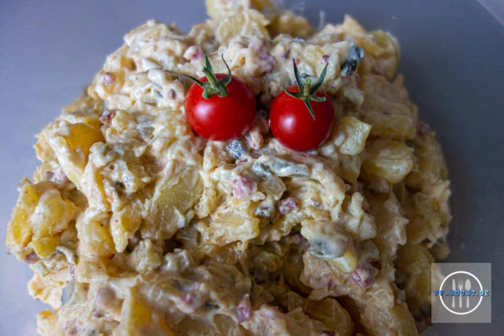 Kartoffelsalat mit Gurke und Speck