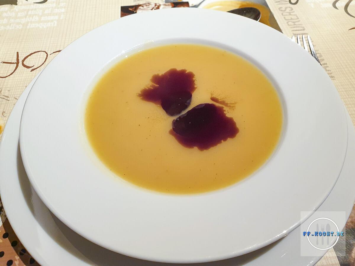 Kartoffelcremesuppe mit Kürbiskernöl